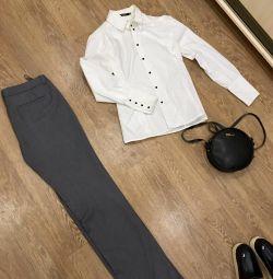 Pantaloni, bluză.