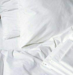 Lenjerie de pat albă. bumbac
