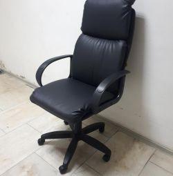 Кресло руковлдителя Надир