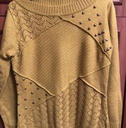 Vand un pulover cu dimensiunea de 50