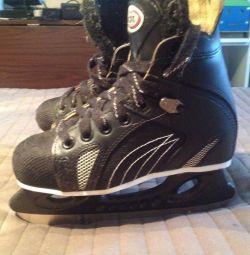 Skates 34 size