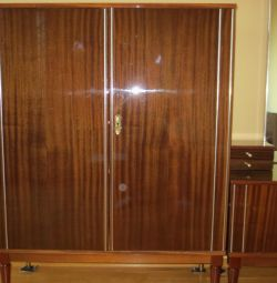 Linen cabinet in excellent condition