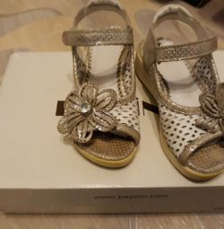 Selling sandals for a girl, leather