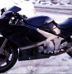 Θα πουλήσω τη μοτοσικλέτα Kawasaki zzr400