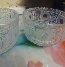 Două bomboane de cristal (boluri de salată).