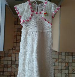 Το φόρεμα είναι πλεκτό.