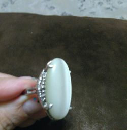 Ring with moonstone