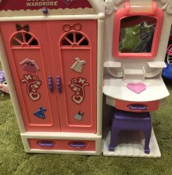 Locker and dressing table for dolls