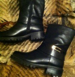 Чоботи черевики напівчеревики