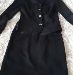 İki bayan kıyafeti (ceket ve etek)