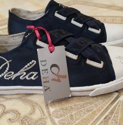Τα παπούτσια Deha δροσίζουν 24,5 cm