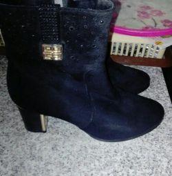 Οι μπότες είναι καινούριες. Suede