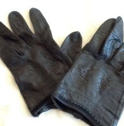 Gloves. Leather in excellent condition