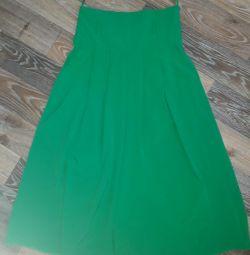 Floor skirt.