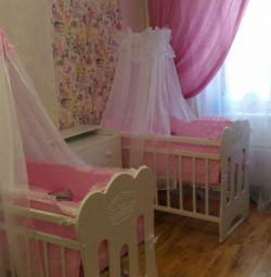 Κρεβάτι σε παιδικό κρεβάτι για δίδυμα
