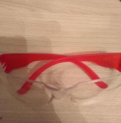 Очки и перчатки для урока технологии