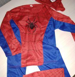 Kostümlü örümcek adam 3-5 yıldır