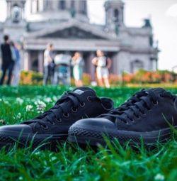 Μαύρα αθλητικά πάνινα παπούτσια