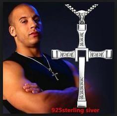 Іменний чоловічий хрест-підвіска Віна Дизеля
