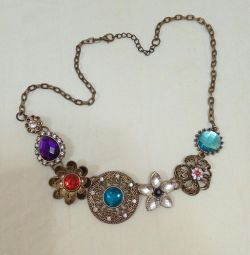 Necklace / bijouterie