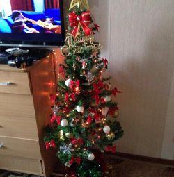 Χριστουγεννιάτικο δέντρο με παιχνίδια
