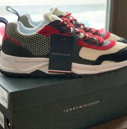 Τα αυθεντικά πάνινα παπούτσια Tommy Hilfiger