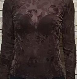 Ρούχα μπλούζα με κεντημένο φλοιό