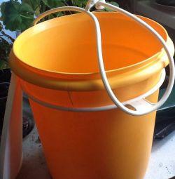Bucket from Tupperver