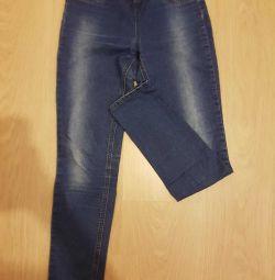 Jeans într-un strâmt