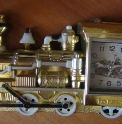 Новий годинник -паровоз