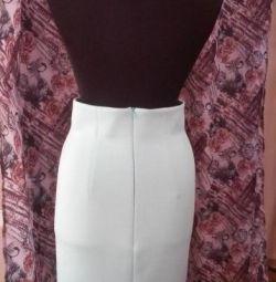 Νέα χαριτωμένη φούστα