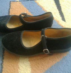 Туфельки для девочки черные новые