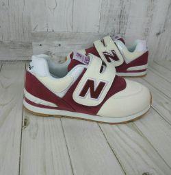 Кросівки нові 33