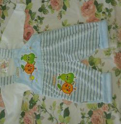 Yeni doğmuş bebekler için giyimler