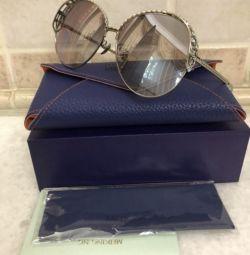 Γυαλιά μάρκας, σε σουίτα, νέα