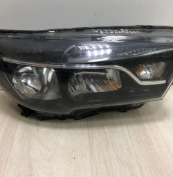 Headlight right Lada Vesta oem 8450006952 (scrapped building, scrapped all crepe.)