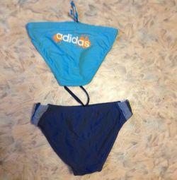 Adidas και Joss κολυμπούν