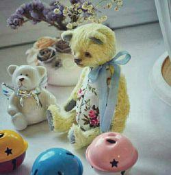 Jucărie de designer de ursuleț făcut manual