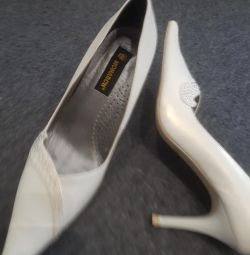 New Shoes white nat leather river. 39