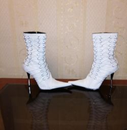 Jumătate de cizme exclusive