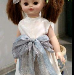 Όμορφη μεγάλη κούκλα
