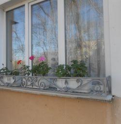 ковані квіткарі на вікна
