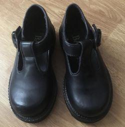 Туфлі для дівчинки шкіряні нові, фірма Bass