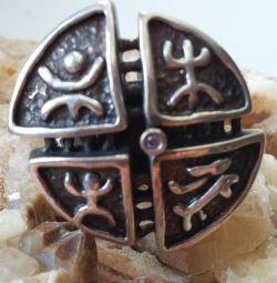 Ασημένιο δαχτυλίδι σε εθνικό στυλ