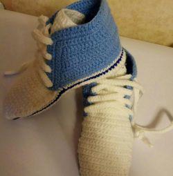 Papuci de casă, adidași