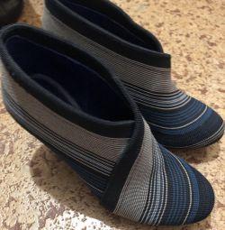 Ηνωμένες γυμνές μπότες αστραγάλων