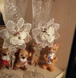 Selling crystal glasses for wedding.para