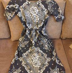 Το φόρεμα είναι καινούριο! Το μήκος των midi.
