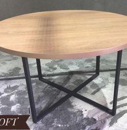 masă metalică mansardă și lemn masiv