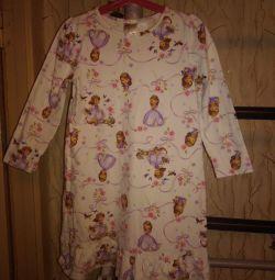 4-6 yaş arası bir kız için pijama
